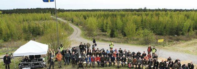 Exkursionsdeltagarna samlade vid stormen Gudruns största hygge. Foto Bengt Ek.