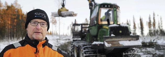 Mikael Åman framför en skotare