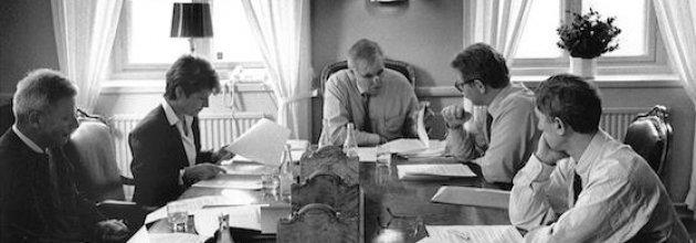 Skogsfolk och filosofer arbetar med Skogsbrukets etik 1993. Fr v Jan-Erik Lundmark, Monika Stridsman, Håkan Westergren, Bo Lindevall och Theodor Kallifatides. Foto Anette Andersson